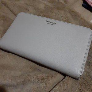 Kate Spade Large Travel Cameron Wallet WLRU5442